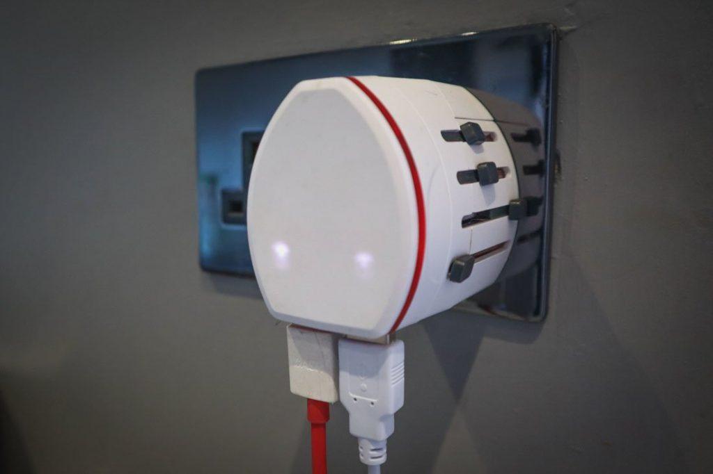Skross Universal Plug USB