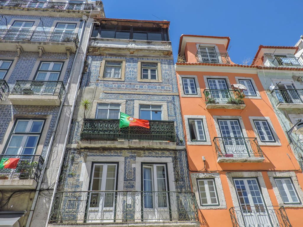 Lisbon Tiled Housing I Photo of the Fortnight 30 I Sunny Spain & Pretty Portugal