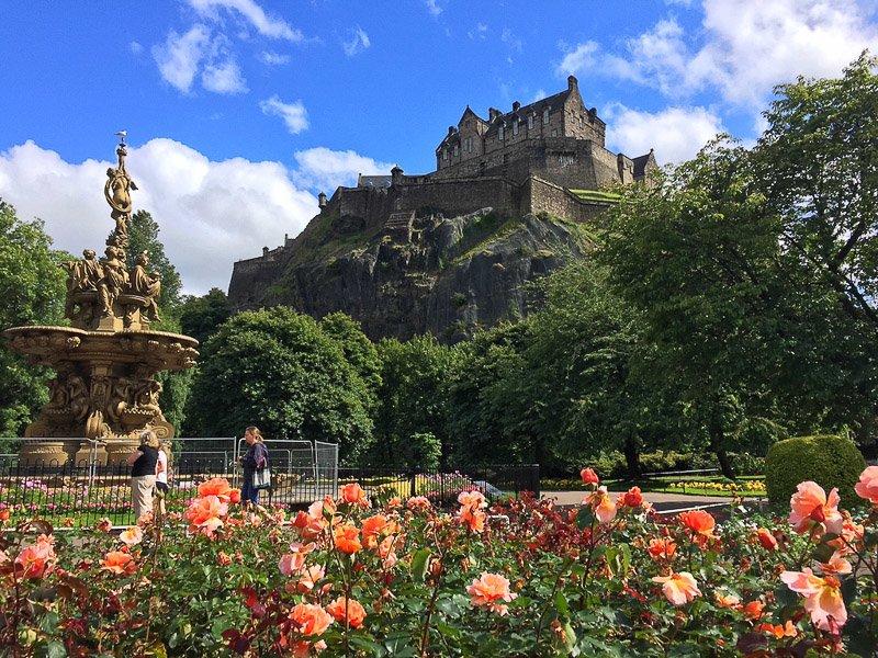 Edinburgh Castle credit Mum on the Move | 70 Things to do, see, eat in Edinburgh