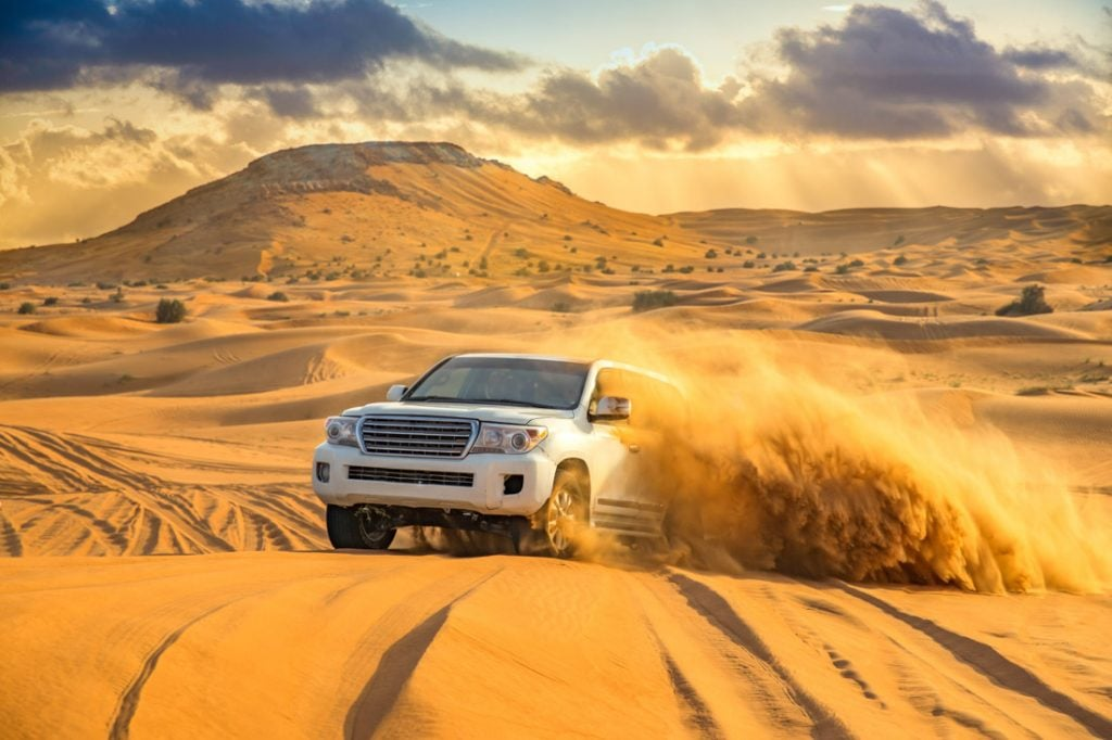 Desert Safari Dune Bashing Tour 4WD on san