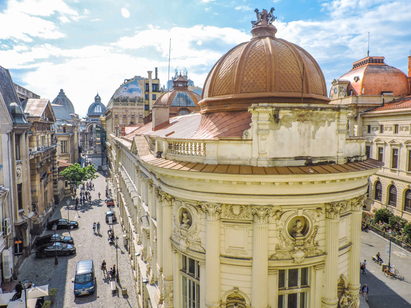 Where to stay in Bucharest and Old Town buildings
