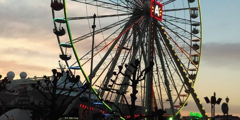 Antwerp's Kerstmarkt Ferris Wheel
