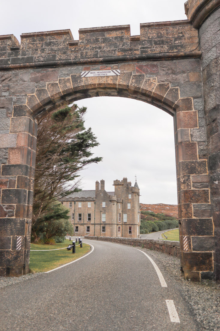 Amhuinnsuidhe Castle Two Scots Abroad_