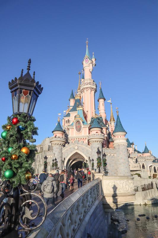 Cinderella's Castle Disneyland Paris Christmas_