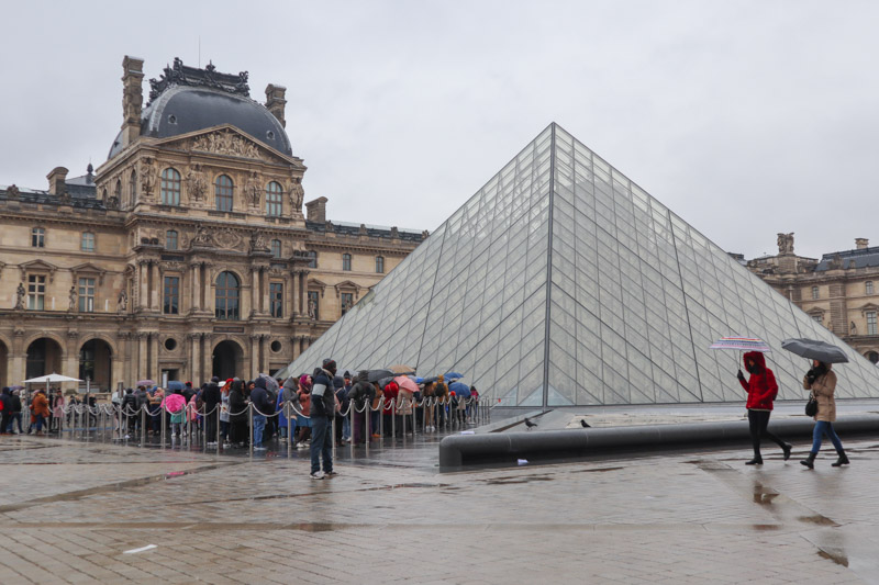 Louvre Paris Lines