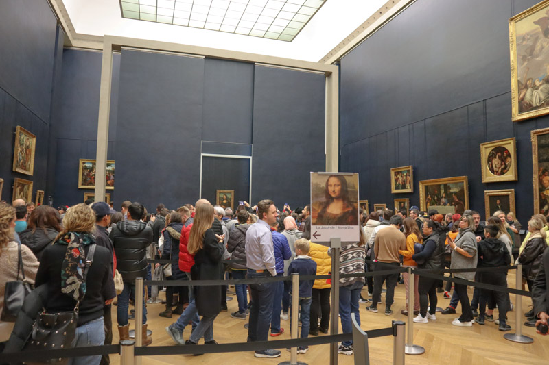 Mona Lisa Line Louvre Paris_