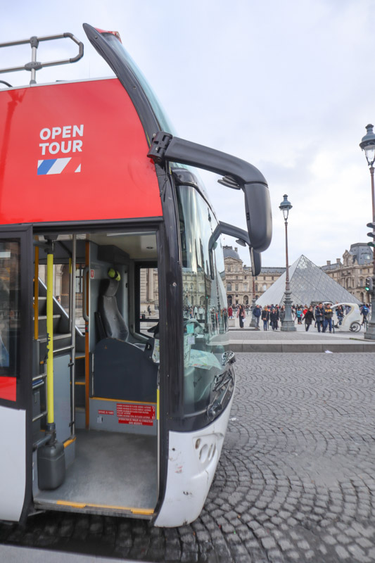 Open Top Bus Paris Louvre_