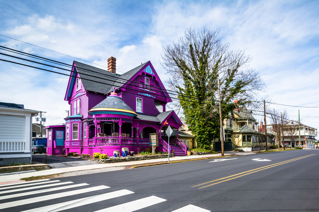 Lewes Delaware purple house street view